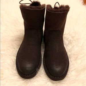 New UGG short boot in size 8.5